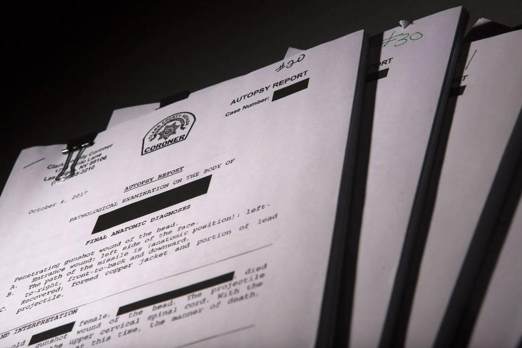 Informes de la autopsia del médico forense del condado de Clark grabados en el estudio de RJ en Las Vegas, el viernes 9 de marzo de 2018. Patrick Connolly Las Vegas Review-Journal @chitosephoto