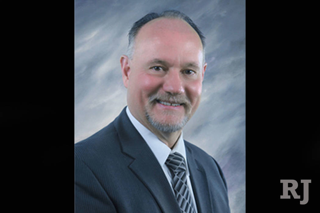 Henderson, asistente del administrador de la ciudad: Gregory Blackburn fue contratado por la ciudad a pesar de la queja de que acosaba sexualmente a una mujer mientras trabajaba para la ciudad de  ...