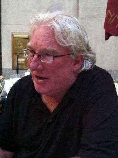 Robert Hunter mientras hablaba con amigos en Nueva York. (Cortesía de Jenn Moss)