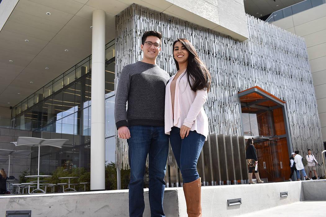 Diana Cervantes-Adams y Kevin Ashi, son miembros de la organización estudiantil The Latino Pre-Medical Student Association. Jueves 8 de marzo de 2018 en UNLV. Foto Anthony Avellaneda / El Tiempo.