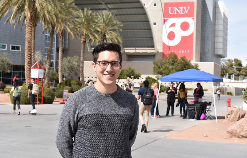 """""""Queremos aumentar el número de doctores latinos de Las Vegas"""": Kevin Ashi, integrante de The Latino Pre-Medical Student Association. Jueves 8 de marzo de 2018 en UNLV. Foto Anthony Avellaned ..."""