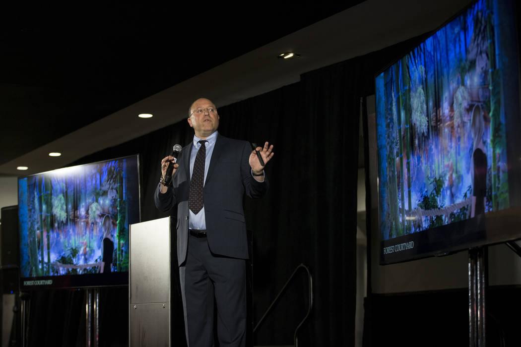 Gary Granat, CEO de Immersive Artistry, durante una conferencia de prensa para el futuro local de entretenimiento Kind Heaven, en el hotel-casino The Linq de Las Vegas, martes 13 de marzo de 2018. ...