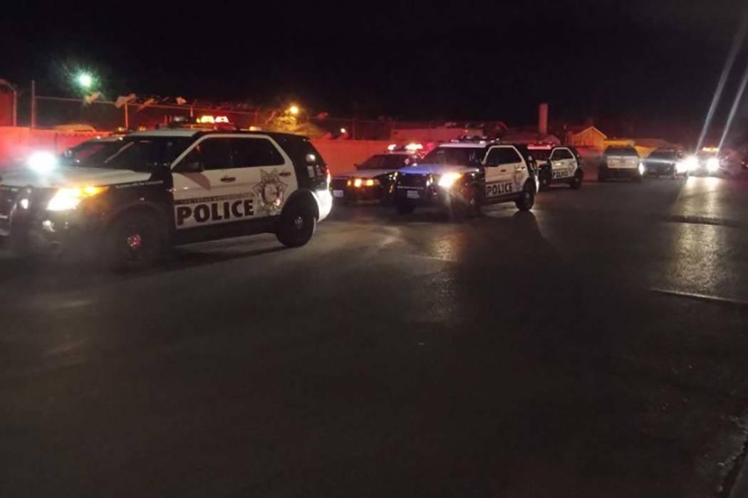 La policía de Las Vegas está investigando un tiroteo que dejó a un hombre en el hospital con una herida en la cabeza. (Max Michor / Las Vegas Review-Journal)