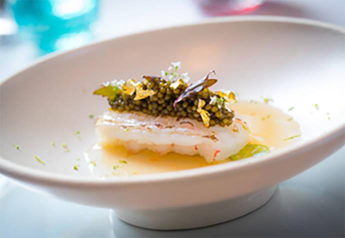 Langostino rematado con caviar Osetra y pan de oro. Guy Savoy