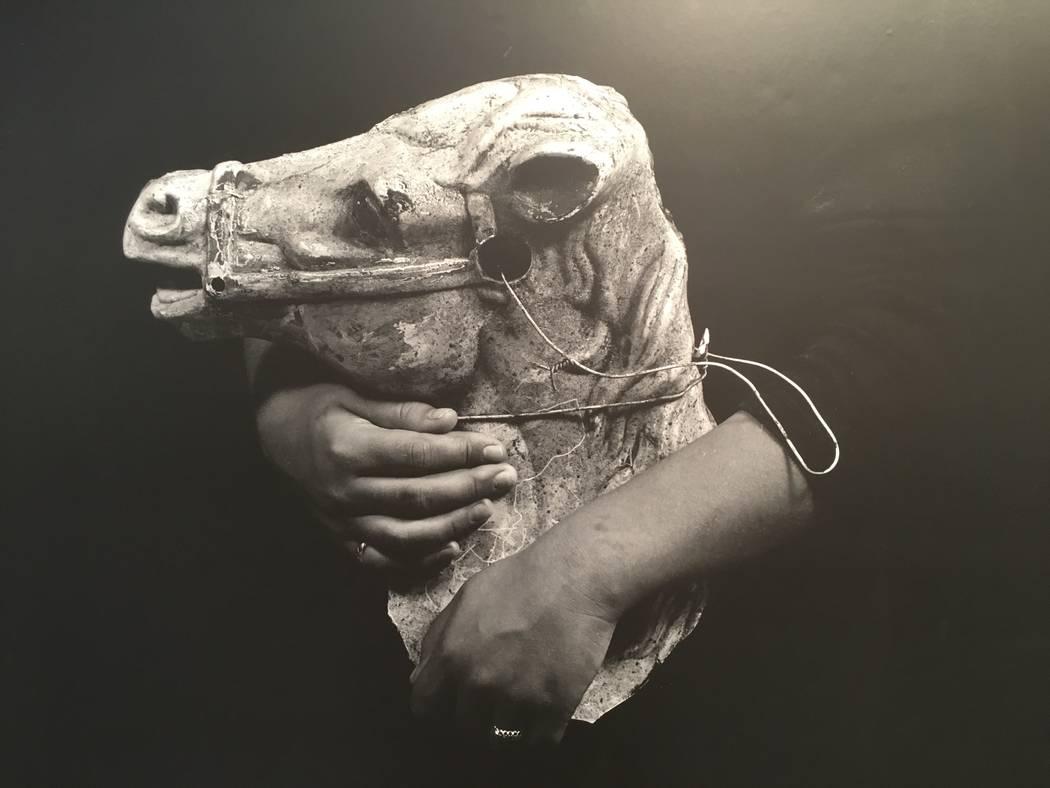 """Una pieza de """"Introspective / Retrospective"""", una exposición fotográfica de Kathleen Nathan que se extenderá hasta el 21 de abril en la Biblioteca Sahara West. (John Przybys / Las Vegas Review- ..."""