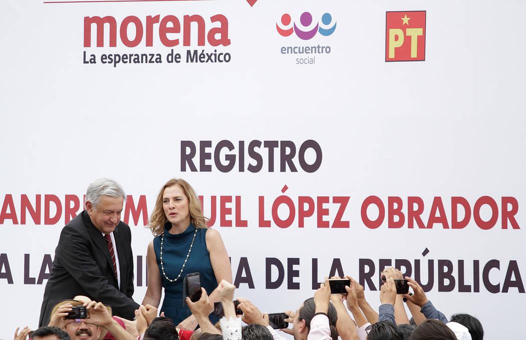 """El candidato de la coalición """"Juntos Haremos Historia"""", Andrés Manuel López Obrador presentó su solicitud de registro como candidato presidencial ante los miembros del Consejo General del Inst ..."""