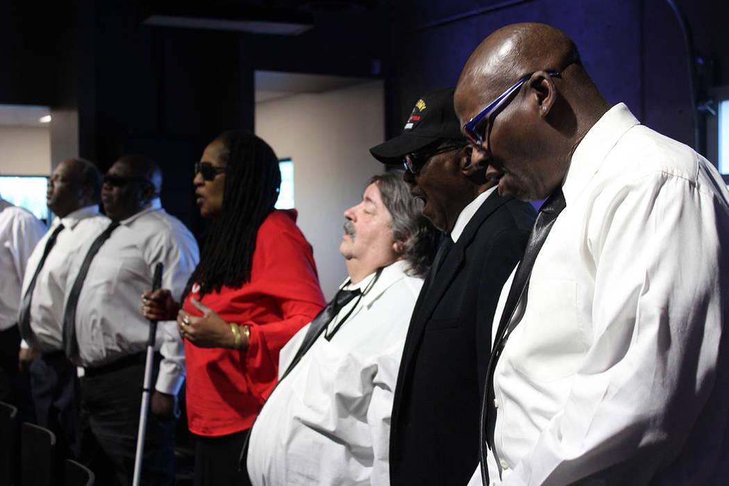 El coro de The Blind Center se presentó ante los asistentes de la inauguración. Jueves 15 de marzo de 2018. The Blind Center. Foto Cristian De la Rosa /El Tiempo - Contribuidor.