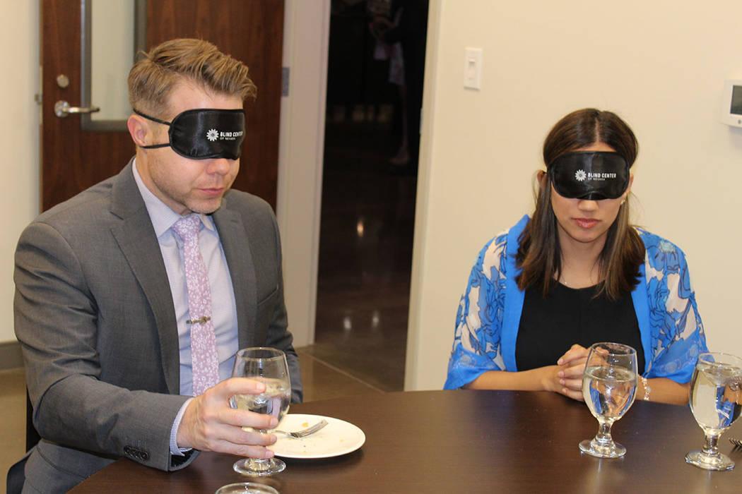 Se preparo una cena a ciegas para vivir la experiencia de los miembros del centro. Jueves 15 de marzo de 2018. The Blind Center. Foto Cristian De la Rosa /El Tiempo - Contribuidor.