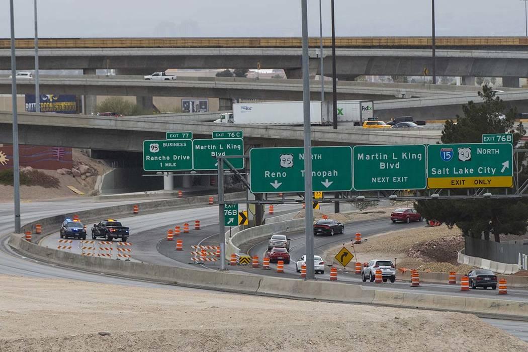 """El carril derecho a lo largo de la carretera estadounidense hacia el sur 95 en el Spaghetti Bowl en Las Vegas se cerrará por """"unos meses"""" a partir de la noche del viernes. (Chase Stevens / Las Ve ..."""