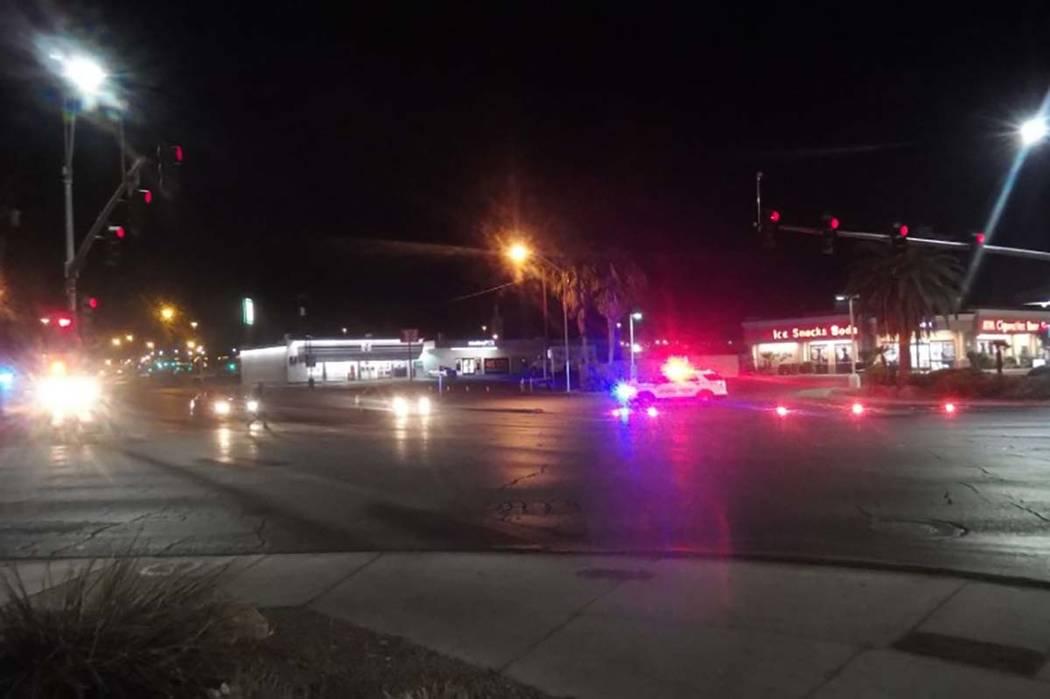 La policía de North Las Vegas está investigando un fatal atropello y fuga cerca de los bulevares Lake Mead y Las Vegas, temprano el viernes 16 de marzo de 2018. La policía cree que el peatón f ...