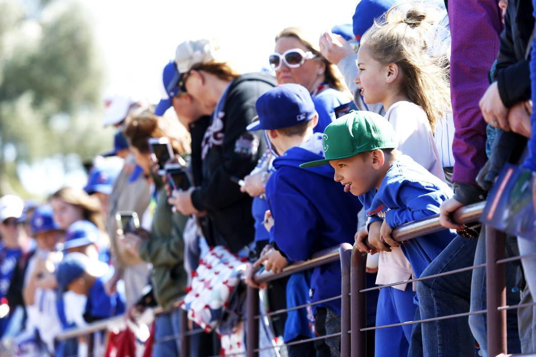 Los fanáticos asisten al juego anual de béisbol Big League Weekend en Cashman Field en Las Vegas el domingo 18 de marzo de 2018. Andrea Cornejo Las Vegas Review-Journal @DreaCornejo