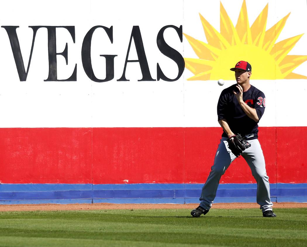 Jeff Beliveau, de los Indios de Cleveland, practica antes del juego de béisbol del fin de semana de las Grandes Ligas en Cashman Field en Las Vegas el domingo 18 de marzo de 2018. Revista-Diario  ...