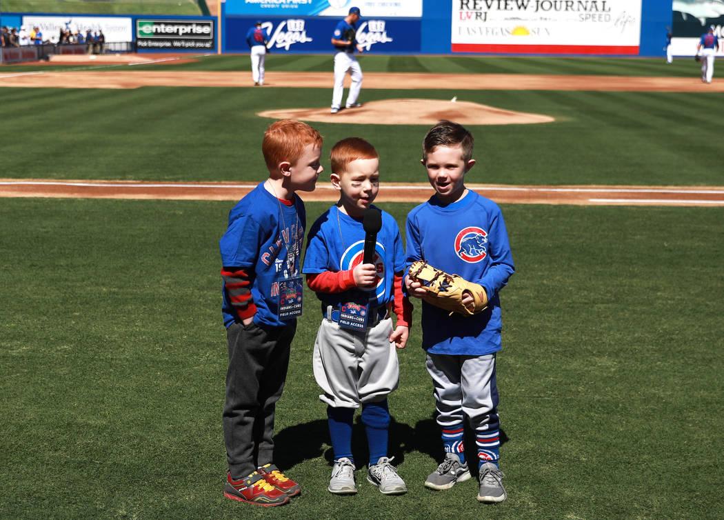 Tres niños anuncian el inicio del juego anual de béisbol Big League Weekend en Cashman Field en Las Vegas el domingo 18 de marzo de 2018. Andrea Cornejo Las Vegas Review-Journal @DreaCornejo