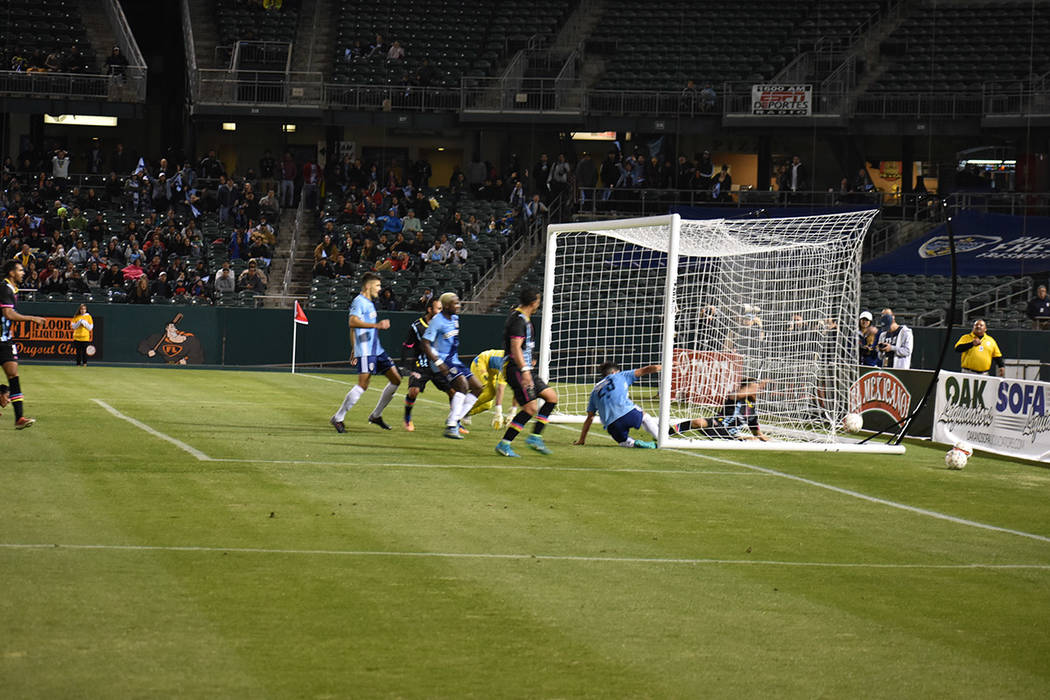 Momento en que Fresno FC consiguió su segundo gol del partido. Sábado 17 de marzo de 2018 en estadio Chukchansi de Fresno, California. Foto Anthony Avellaneda / El Tiempo.