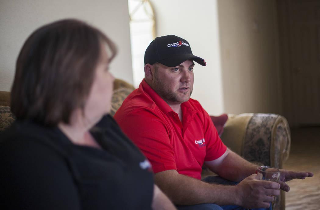 Reneé Black, izquierda, y su esposo Griffin Black conversan con el Review-Journal en su casa de Las Vegas, el martes 6 de marzo de 2018. Reneé era mesera en el festival Route 91 y Griffin era un ...