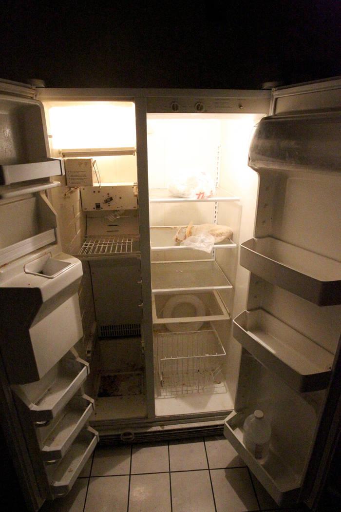 El jueves 25 de enero de 2018 se muestra un refrigerador en un hogar en 724 N. en la calle 9th, en el centro de Las Vegas. El hogar formaba parte de un programa estatal de Nevada que paga a los pr ...