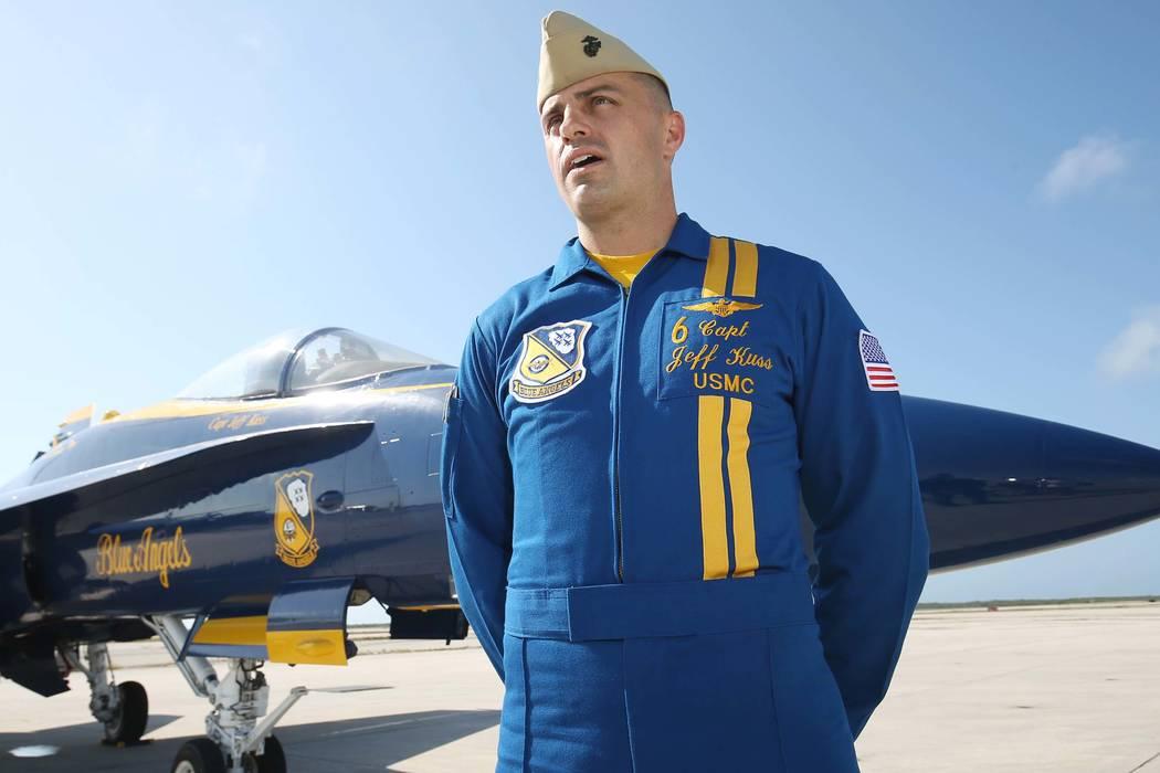 El capitán piloto de los Blue Angels: Jeff Kuss, es entrevistado en la Estación Aérea Naval de Key West, Florida, antes de un show de los Blue Angels el 31 de marzo de 2016. (Rob O'Neal / The K ...