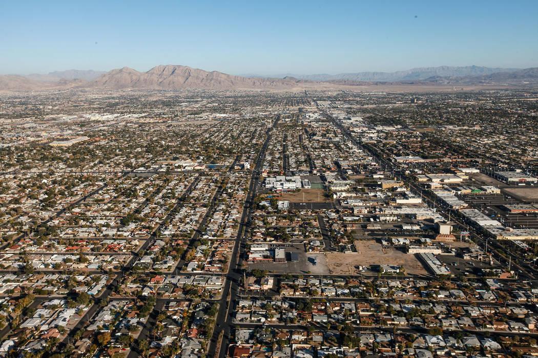 Una vista de Las Vegas y North Las Vegas vista desde el interior de un helicóptero el viernes 1 de diciembre de 2017. Joel Angel Juarez Las Vegas Review-Journal @jajuarezphoto