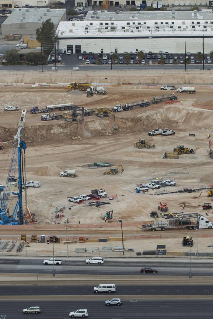 El sitio del futuro estadio de los Raiders visto desde el techo del Mandalay Bay en Las Vegas, el viernes 9 de marzo de 2018. Erik Verduzco Las Vegas Review-Journal @Erik_Verduzco