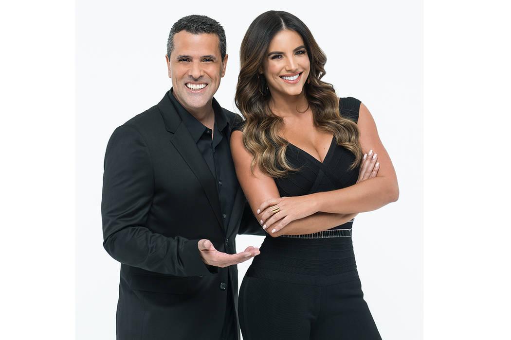 Marco Antonio Regil y Gaby Espino [Foto Cortesía Telemundo]