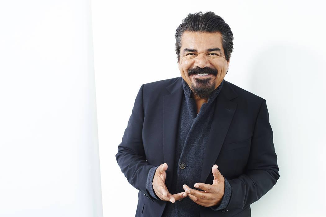 En esta foto del jueves, 31 de marzo de 2016, el cómico George López posa para un retrato en Nueva York. López dice que planea usar su reciente tiff de alta tecnología con San Antonio como for ...