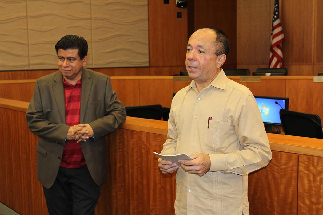 El promotor de Yucatán, Alberto Bache (derecha), dijo que el gobernador de su estado recibirá a los visitantes de Las Vegas. Jueves 22 de marzo del 2018. City Hall North Las Vegas. Foto Cristian ...