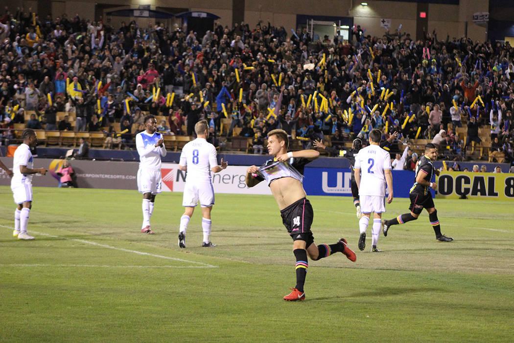 Mendoza (14) abrió el marcador para Las Vegas. Sábado 24 de marzo del 2018. Estadio Cashman. Foto Cristian De la Rosa / El Tiempo - Contribuidor.