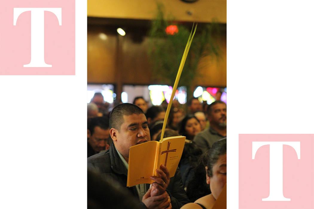 Los fieles católicos asisten cada año a la celebración religiosa, que es muy tradicional en los países latinos. Domingo 25 de marzo del 2018. Iglesia Santa Ana. Foto Cristian De la Rosa / El T ...