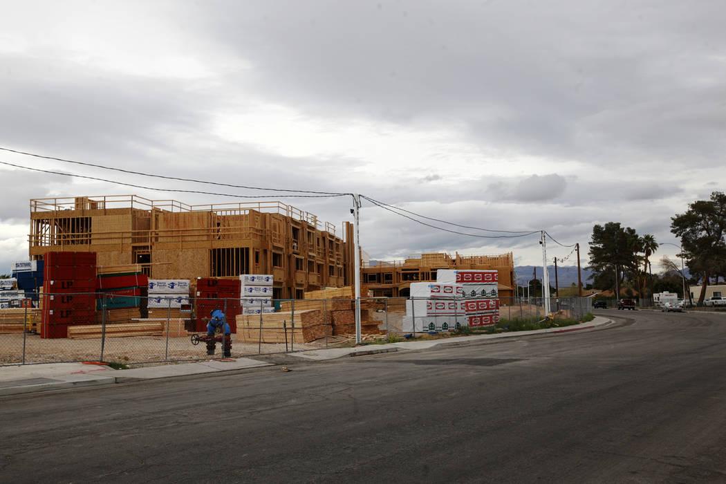 El nuevo complejo de viviendas públicas Rose Gardens en construcción en North Las Vegas, jueves 22 de marzo de 2018. Rachel Aston Las Vegas Review-Journal @rookie__rae