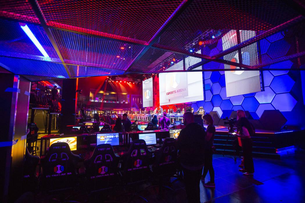 Los toques finales se hacen en el Esports Arena de Las Vegas horas antes de la gran apertura en el Luxor en Las Vegas el jueves 22 de marzo de 2018. Chase Stevens Las Vegas Review-Journal @cssteve ...