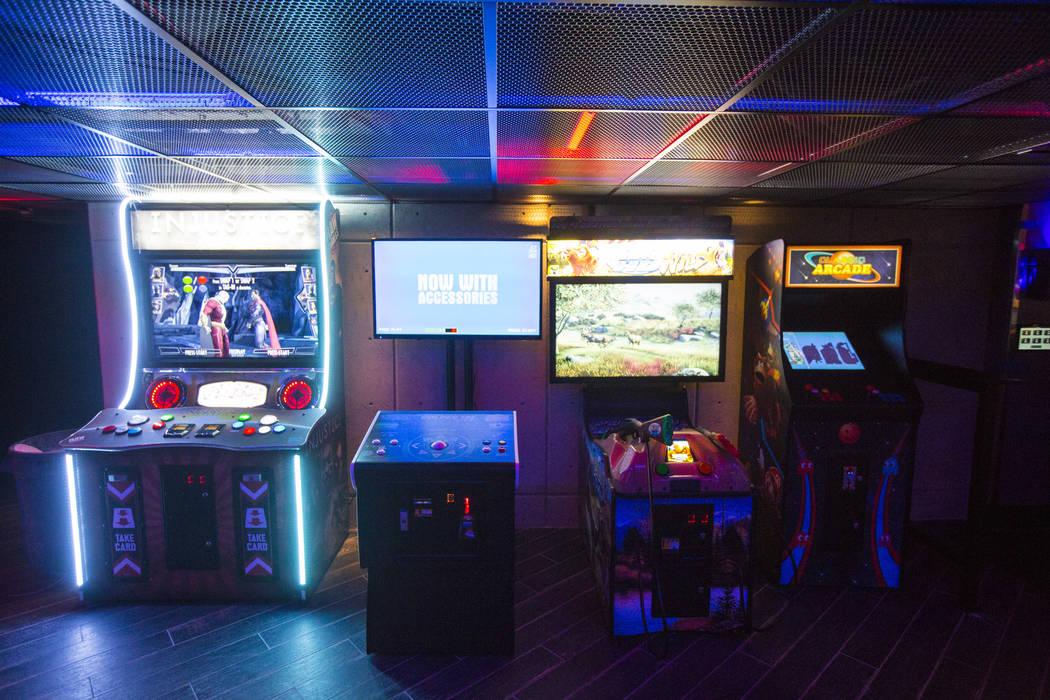 Una zona de juegos arcade en el Esports Arena de Las Vegas horas antes de la gran inauguración en el Luxor en Las Vegas el jueves 22 de marzo de 2018. Chase Stevens Las Vegas Review-Journal @csst ...