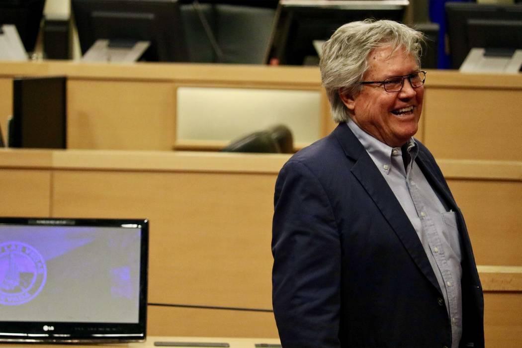 El senador Tick Segerblom antes de una conferencia de prensa solicitando que los impuestos especiales a la marihuana minorista sean redirigidos a la educación en Las Vegas, el lunes 26 de marzo d ...