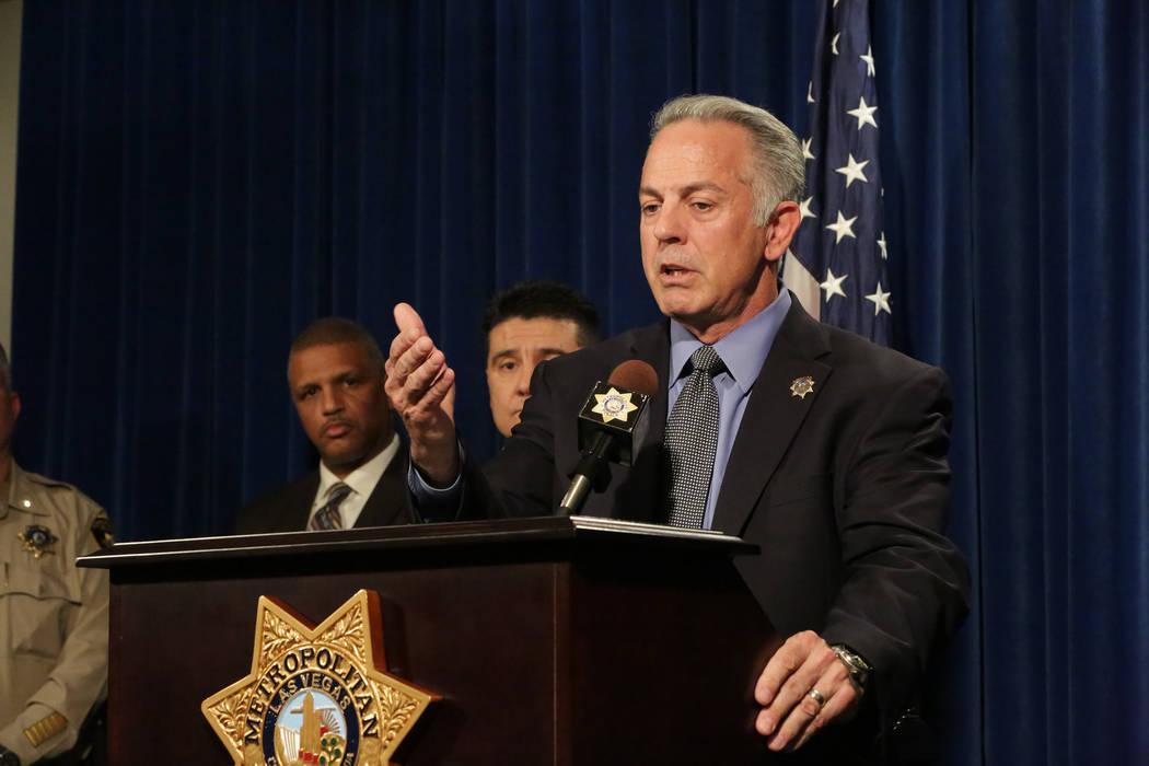 Durante una conferencia de prensa en la Sede del Departamento de Policía Metropolitana de Las Vegas el lunes 25 de marzo de 2018, el alguacil Joe Lombardo discute detalles de una investigación d ...