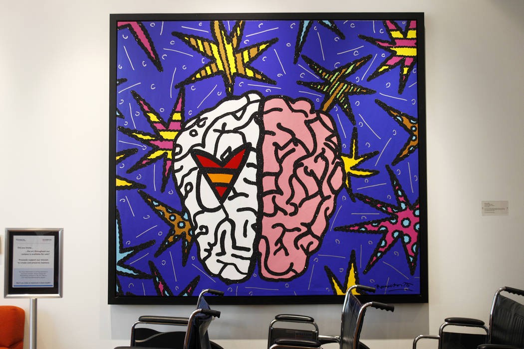 Una pintura y sillas de ruedas en el lobby de la Clínica Cleveland en Las Vegas, el lunes 26 de marzo de 2018. Un nuevo estudio publicado el martes por la Alzheimer's Association informa que Neva ...