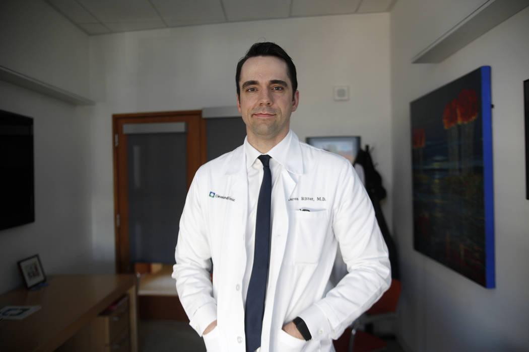 Dr. Aaron Ritter, director de ensayos clínicos en el Centro Lou Ruvo de Salud del Cerebro en la Clínica Cleveland en Las Vegas, el lunes 26 de marzo de 2018. Un nuevo estudio publicado el martes ...