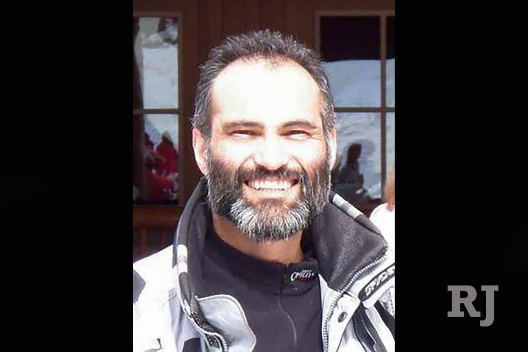 El cirujano plástico de Las Vegas, Kayvan Khiabani, murió el año pasado después de que la bicicleta en la que viajaba fue golpeada por un autobús turístico. (Facebook)
