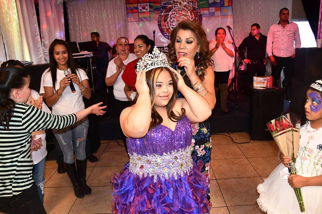 La Reina de la Fortaleza fue coronada como un homenaje a la dedicación y amor incondicional de su mama, Amelia Pérez. Domingo 25 de marzo de 2018 en el Venetian Banquet Hall. Foto Cortesía.