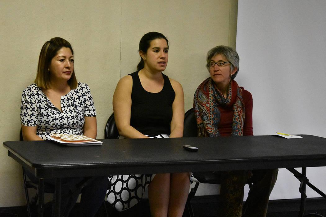 El panel sobre cambio climático estuvo conformado por la consultora de Green Latinos and Mom's Clean Air Force, Claudia Najarro; la senadora estatal por el Distrito 10, Yvanna Cancela; y la pro ...
