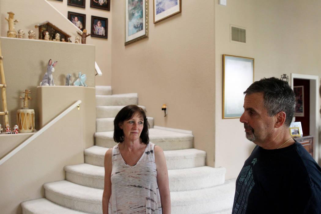 Kathy y Bob Touma, padres Matt Touma, un estudiante de Centennial High School de 16 años que se quitó la vida en su casa de Las Vegas, hablan con un reportero el lunes 2 de abril de 2018. K.M. C ...