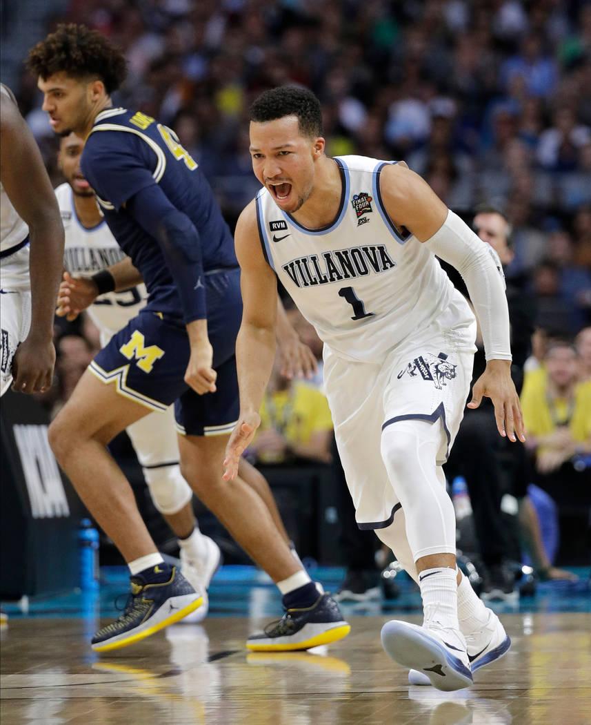Jalen Brunson (1) de Villanova reacciona después de disparar una canasta durante la primera mitad en el juego de campeonato del torneo de baloncesto universitario de la Final Four de la NCAA cont ...