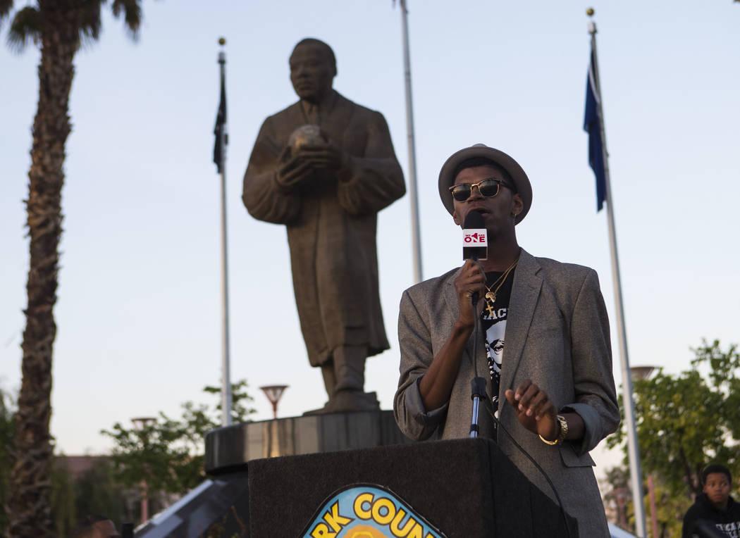 El Ministro Stretch Sanders habla durante un velorio celebrado en honor del Dr. Martin Luther King Jr. en la estatua que se hizo en su memoria en North Las Vegas el miércoles 4 de abril de 2018.  ...