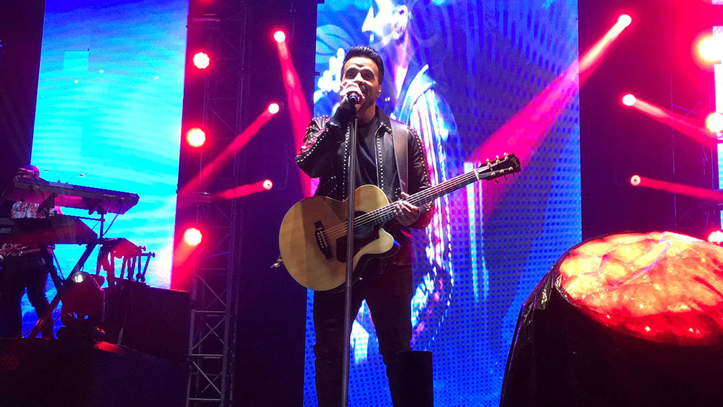 """ARCHIVO.- Luis Fonsi ofreció un concierto que duró alrededor de dos horas en la Plaza Monumental, en Tijuana, donde interpretó canciones como """"Despacito"""", """"Échame la culpa"""", """"No me doy por ven ..."""