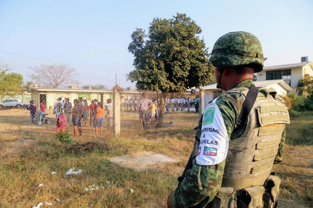 Elementos del Ejército Mexicano participan en el operativo de seguridad en escuelas de Acapulco, con el que inicio el regreso a clases en la entidad. Acapulco, 9 Abr 2018 (Notimex-Especial).