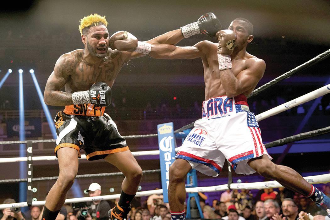 Jarrett Hurd, izquierda, enfrenta a Erislandy Lara en la pelea de peso mediano en el hotel-casino Hard Rock en Las Vegas, el sábado 7 de abril de 2018. Hurd ganó por decisión dividida. Foto Eri ...