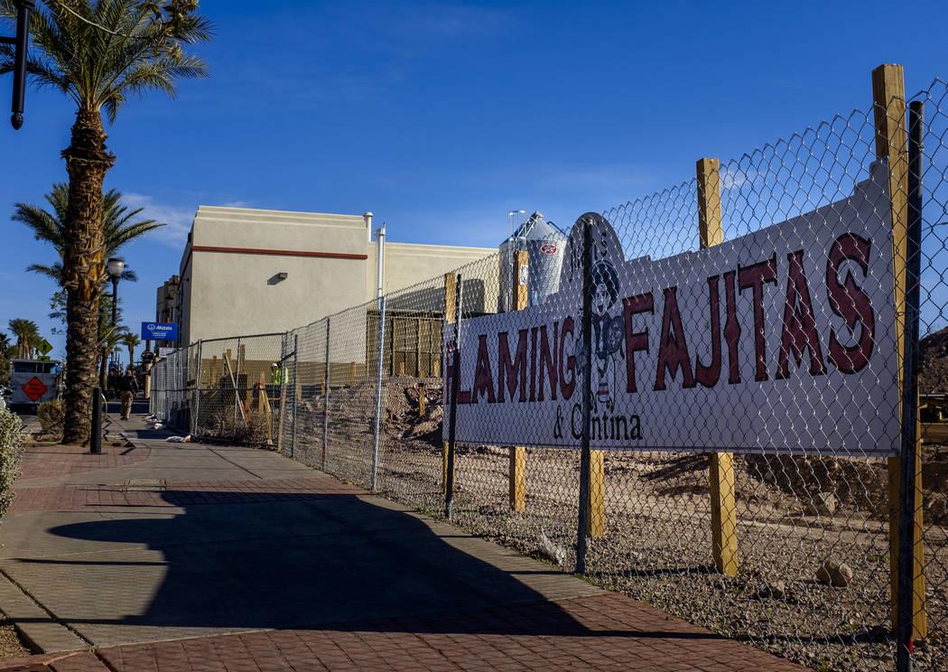 Juan's Flaming Fajitas y Cantina están en construcción en Water Street en Henderson el viernes 30 de marzo de 2018. Patrick Connolly Las Vegas Review-Journal @PConnPie