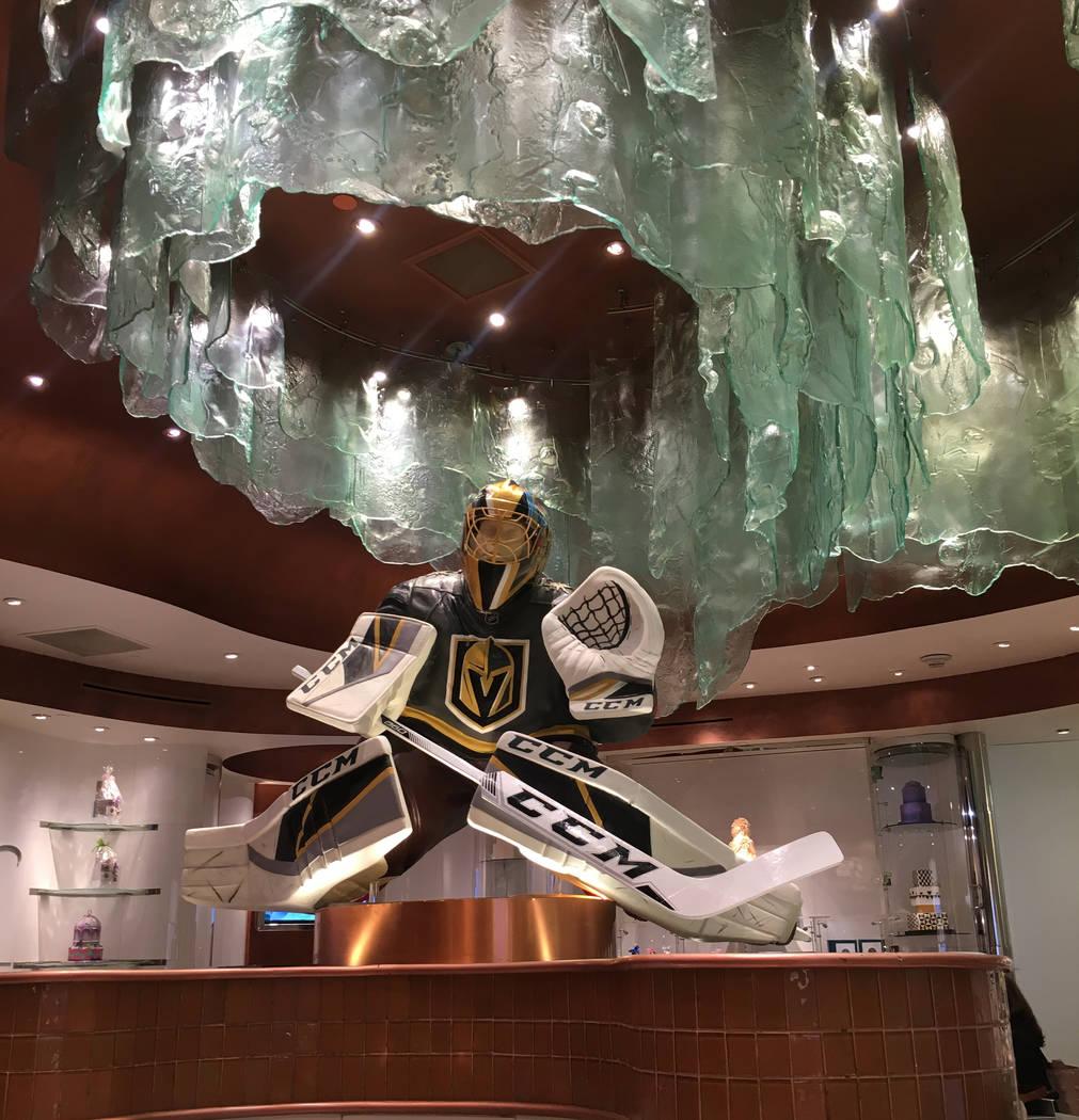 Bellagio Patisserie debutó una escultura de chocolate del portero Marc-Andre Fleury el lunes, justo a tiempo para los playoffs. (Janna Karel Las Vegas Review-Journal)