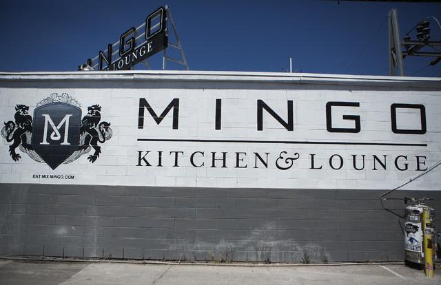 Una vista exterior de Mingo Kitchen and Lounge se verá el 3 de abril de 2015. Las mujeres podrán pedir bebidas en Mingo Kitchen & Lounge Tuesday por solo 65 centavos, en comparación con $1 para ...