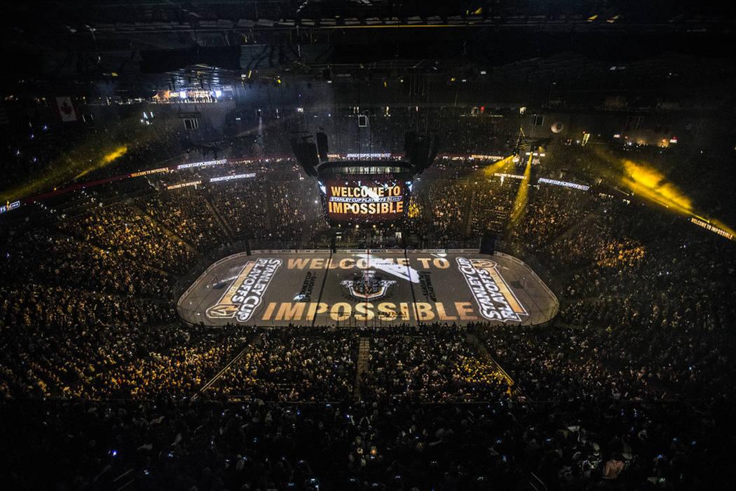 El estadio lució lleno para recibir al primer juego de postemporada de la NHL en la historia de Las Vegas. Miércoles 11 de abril de 2018 en T-Mobile Arena de Las Vegas. Foto Benjamín Hager / La ...