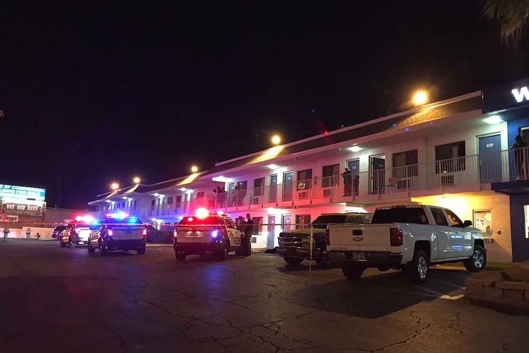 La oficina forense del Condado de Clark identificó a un hombre ultimado a tiros el lunes por la noche en el Motel 6 ubicado en 5058 Dean Martin Drive. (Blake Apgar / Las Vegas Review-Journal)