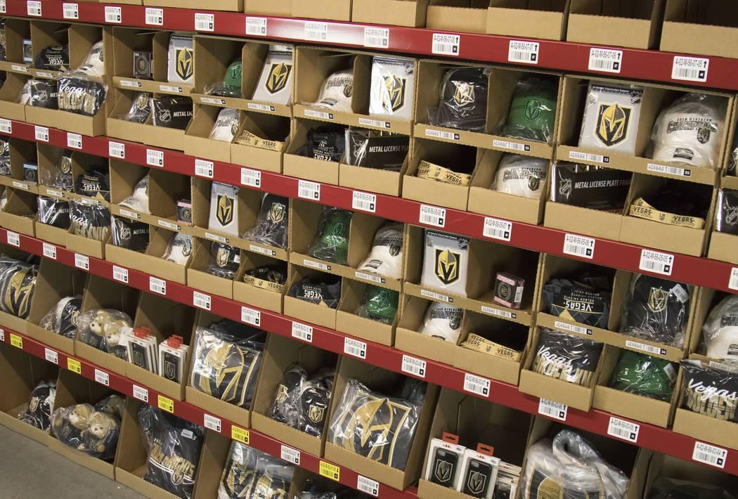 La mercancía de Vegas Golden Knights se ve en el centro de distribución del minorista en línea Fanatics en North Las Vegas. (Fanáticos)